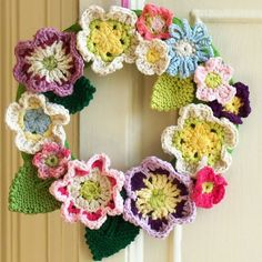 Fly the Coop Crafts: Springy Flower Wreath in Crochet