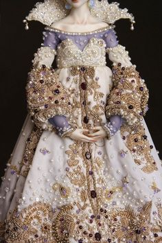 Very beautiful Victorian styled dress costume. Thinking about the handwork in this dress, wow!!!
