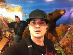 Zak Bagans & Billy Tolley ... This pic always makes me laugh. Zak's face is priceless.