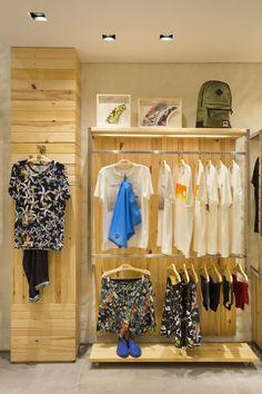 Boutique Interior, Clothing Store Interior, Clothing Store Displays, Clothing Store Design, Pet Store Display, Store Interiors, Slat Wall, Retail Interior, Home Deco