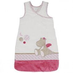 La gigoteuse veloudoux Victoria, de la nouvelle collection Victoria et Lucie de chez Noukie's, aidera votre petite fille à passer de douces nuits bien au chaud.