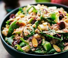 A delicious healthy salad with quinoa, apples and almonds very easy to make! - Easy recipe for healthy salad with quinoa, apples and almonds - Healthy Salads, Easy Healthy Recipes, Fall Recipes, Vegetarian Recipes, Easy Meals, Healthy Eating, Cooking Recipes, Lentil Salad, Salad Dressing Recipes