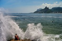 David Alan Harvey BRAZIL. Rio de Janeiro. 2010. View of Two Brothers Mountains from Arpoador, at the end of Ipanema beach.