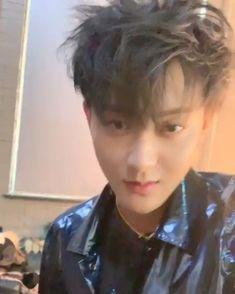 Tao🖤🖤💝🖤💝💯✌ Ok it's not from here but geezzz Tao Exo, Baekhyun, K Pop, Panda Bebe, Exo 12, Huang Zi Tao, Exo Album, Z Cam, Kim Taehyung Funny