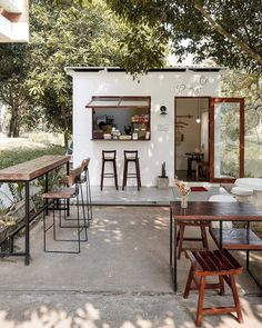 Cafe Shop Design, Restaurant Interior Design, House Design, Cozy Coffee Shop, Small Coffee Shop, Deco Restaurant, Outdoor Restaurant, Mini Cafe, Cafe House