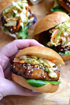Korean BBQ Tofu Sliders with Kimchi Slaw . one of the BEST things you'll ever eat! Seriously, these sweet and spicy vegetarian sliders are full of delicious Korean flavors, yet they're simple to mak (Vegan Bbq Tofu) Veggie Recipes, Vegetarian Recipes, Cooking Recipes, Healthy Recipes, Vegan Sandwich Recipes, Tofu Sandwich, Vegetarian Barbecue, Korean Tofu Recipes, Tufu Recipes