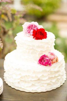 ruffled wedding cake @weddingchicks
