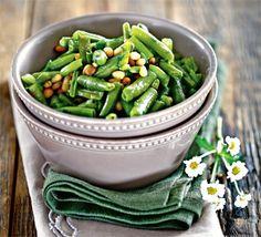 Зеленая фасоль с орехами и чили