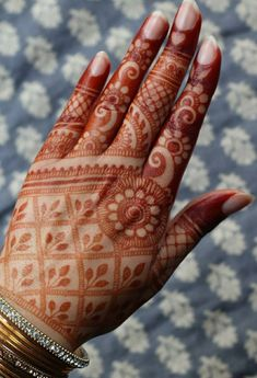 Image may contain: 1 person, closeup Mehndi Designs Book, Full Hand Mehndi Designs, Indian Mehndi Designs, Mehndi Designs For Girls, Mehndi Designs For Beginners, Modern Mehndi Designs, Mehndi Design Pictures, Wedding Mehndi Designs, Mehndi Designs For Fingers