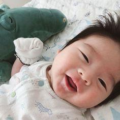Image may contain: 1 person, sleeping, baby and closeup Cute Asian Babies, Korean Babies, Asian Kids, Cute Babies, Cute Baby Boy, Cute Little Baby, Mom And Baby, Mode Ulzzang, Ulzzang Kids