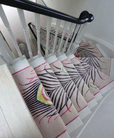 Siempre animamos a nuestros clientes para explorar las posibilidades ilimitadas del diseño de alfombra personalizado y, a este proyecto que acaba de terminar en Londres es un testimonio de lo que las cosas asombrosas pueden crearse a partir de alfombras anudadas a mano. Muy bueno