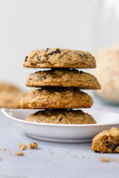 Gluten Free lactation cookies are simply really good oatmeal chocolate chip cookies with a few extra ingredients that have magical powers for nursing moms! But anyone can enjoy these easy gluten free cookies! chip cookies via Nora Cookies Sans Gluten, Dessert Sans Gluten, Healthy Lactation Cookies, Lactation Recipes, Gluten Free Oatmeal, Gluten Free Chocolate, Breastfeeding Cookies, Breastfeeding Tips, Desserts Sains