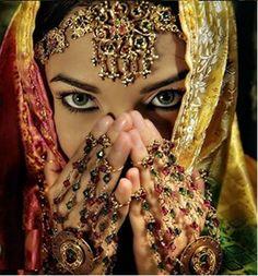 Most Beautiful Brides Of Pakistan Beautiful Eyes, Beautiful Bride, Beautiful People, Most Beautiful, Pretty Eyes, Beautiful Women, Saris, Steve Mccurry, Exotic Beauties