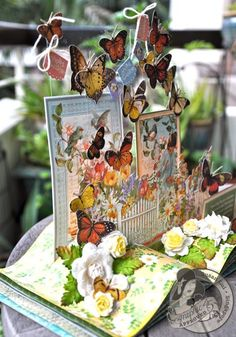 Check out the depth of Susan Lui's Secret Garden 3D book! Unreal!