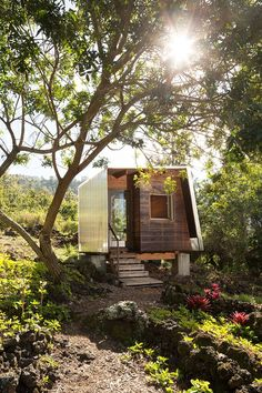 the two small dwellings – one enclosed and the other outdoor – are intended to shape a close relationship with the landscape and natural setting.