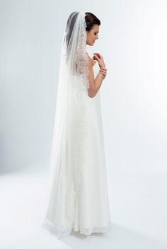 a0e2432096 Velo de Novia Toledo - Velo de novia estilo mantilla de corte capilla. Este  tamaño