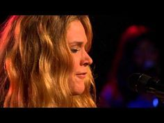 Joss Stone performing The Love We Had....when I tell you she SAAAANG this...absolutely moving!
