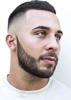 Barba cheia e desenhada.