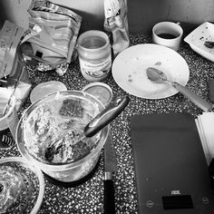 No wonder my boyfriend calls me a kitchen-tornado 🌪️  This is my kitchen after tried to bake a vegan, gluten-free cake without sugar - the chaos was absolutely worth it because the cake tasted delicious! 🍰  To bake your own super healthy, no regrets cake go to my blog ➡️lisaswunderland.wordpress.com⬅️ #cake #food #vegan #glutenfree #foodblog #coconut #pecan #sweet