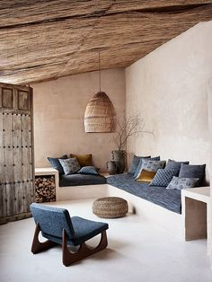 Lovely warm interior space with earthen plaster and thatch ceiling. Tag your friends you want to live here with 🏷 Home Design, Home Interior Design, Interior Architecture, Interior And Exterior, Interior Decorating, Modern House Design, Natural Interior, Living Spaces, Living Room