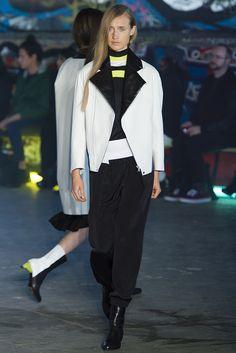 Thomas Tait Spring 2013 Ready-to-Wear Fashion Show