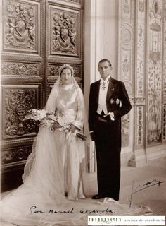 12 October 1935 Prince of Asturias( Don Juan, Count of Barcelona) and Princess María de las Mercedes of Bourbon-Two Sicilies. Royal Wedding Gowns, Royal Weddings, Wedding Dresses, Vintage Wedding Photos, Vintage Bridal, Bourbon, Estilo Real, Real Princess, Royal Brides