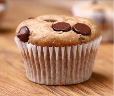Banana Chocolate Chip Muffins - with whole wheat flour, oats, honey, bananas, and greek yogurt - health(ish) dessert! Baby Food Recipes, Sweet Recipes, Baking Recipes, Cake Recipes, Dessert Recipes, Desserts Menu, Healthy Desserts, Delicious Desserts, Yummy Food