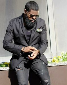 49 Sexy Bearded Styling Ideas for Swag - Black Men Beards, Handsome Black Men, Black Beards Styles, Black Man, Stylish Men, Men Casual, Beard Suit, Gorgeous Black Men, Beautiful Men
