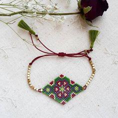 #atolye_ekim #miyukibracelets #miyukibileklik #handmade #miyukijewelry #miyukineclace #vscodaily #vscopgile #brickstitch #vscogood #instagood #instadaily #dailygood #dailygram #newyear #christmas #vscoartist #vscoedit #boncuk #photooftheday #GUNAYDİNN O Beads, Bracelet Patterns, Beading Patterns, Bead Crafts, Jewelry Crafts, Beaded Jewelry, Handmade Jewelry, Bead Loom Bracelets, Peyote Beading