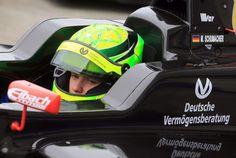 """O filho do ex-piloto de Fórmula 1 Michael Schumacher, Mick Schumacher, participa do primeiro dia de pré-treinos da Fórmula 4 em Oschersleben, na Alemanha. O jovem pilota pela equipe holandesa """"Van Amersfoort Racing"""" (Foto: AP Photo/dpa, Jens Wolf) - http://epoca.globo.com/tempo/filtro/fotos/2015/04/fotos-do-dia-8-de-abril-de-2015.html"""