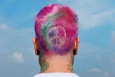 """Fedez lancia il singolo """"Bella storia"""" con i capelli colorati e col simbolo della pace.""""allora usiamolo questo c***o di cuore. Bella storia."""" Gossip News, Bella, Vip, Rapper, Spring, Musica"""