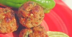 Thai Chicken Balls Recipe - Ground chicken mixed with green onion, bread crumbs, coriander, chili sauce and lemon juice for a uniquely Thai flavor. Chicken Meatball Recipes, Ground Chicken Recipes, Chicken Meatballs, Healthy Appetizers, Appetizer Recipes, Appetizer Party, Sauce Chili, Tapas, Chicken Balls