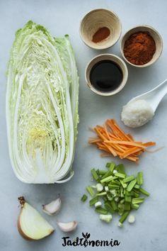 Przeciętny Koreańczyk zjada go 22 kg rocznie, magazyn Health uznał je za… Mad Cook, Kimchi Recipe, Clean Eating, Healthy Eating, Vegan Recipes, Cooking Recipes, Bengali Food, Herd, Korean Food