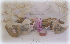 COMPOSITION AUX OISEAUX. DÉCO  ROMANTIQUE - fagots de bois flotté et oiseaux en bois patiné.