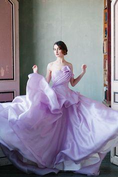 ふんわり可愛い♡ロマンティックなライラックカラーのウェディングドレスcollectionにて紹介している画像