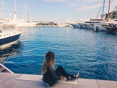No bate e volta de Nice para Mônaco passeamos pelo Yacht Club e ficamos sonhando! iate - sea - beach - fall - blue - barco - blog de viagem - travel tip - dicas de viagem - frança - France - Europe - Europa - hit the road girls - viajar - paradise