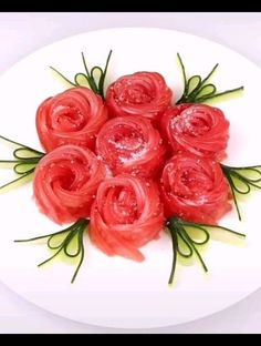 So easy ! Only by tomato cucumber! Do it for your family!🍅🍅🥒🥒by douyin Amazing Food Decoration, Amazing Food Art, Food Crafts, Diy Food, Creative Food Art, Easy Food Art, Food Garnishes, Garnishing, Fancy Salads