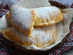 Placinte cu branza dulce Romanian Food, Food Cakes, Camembert Cheese, Cake Recipes, Caramel, French Toast, Deserts, Cooking Recipes, Sweets