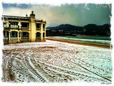 La Concha hondartza elurpean - Snow on La Concha beach (Donostia)
