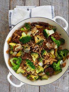 One pot wonder - lettvint gryterett - Mat På Bordet Stir Fry Recipes, Beef Recipes, A Food, Food And Drink, One Pot Wonders, Eating Well, Santa Maria, Vegetables, Healthy