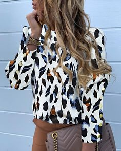 Elegant Metal Buttons Puff Sleeve Blouse Shirts Women Autumn Casual Plus Size O-Neck Long Sleeve Slim Letter Pineapple Print Top Trend Fashion, Estilo Fashion, Ideias Fashion, Women's Fashion, Fashion Blouses, Vetement Fashion, Moda Chic, Pineapple Print, Leopard Pattern