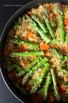 Maślany bulgur z kurczakiem i szparagami Asparagus, Food And Drink, Dishes, Vegetables, Recipes, Diet, Bulgur, Studs, Tablewares