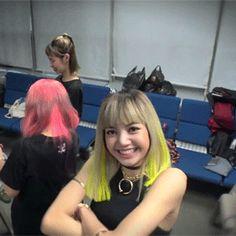 Lisa is so cute lol South Korean Girls, Korean Girl Groups, Thai Princess, Yellow Hair, Childhood Friends, Rainbow Hair, Blackpink Lisa, Yg Entertainment, New Girl