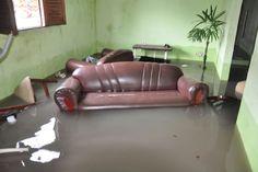 BLOG NOTÍCIAS: Moradores têm casas invadidas pela água da chuva e...