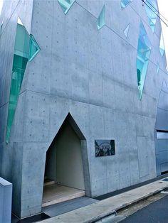 Отличная работа с остеклением————————————————   TOD'S Omotesando Building, Tokyo by Toyo Ito
