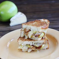 Pan-Roasted Apple and Brie Grilled Cheese | The Hopeless Housewife®
