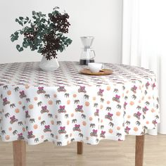 The luxe, heavy cotton sateen Malay tablecloth will elevate your round dining table with one-of-a-kind pattern and color. The Malay tablecloth is made of our durable, wrinkle-resistant, Luxe Cotton Sateen and features a double folded Circular Tablecloths, Round Tablecloth, Origami, Round Dining Table, Kitchen Dining, Kitchen Tips, Fine Dining, Kitchen Furniture, Kitchen Ideas