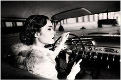 Resultados de la Búsqueda de imágenes de Google de http://s3.favim.com/orig/46/black-and-white-car-fashion-girl-vintage-Favim.com-417047.jpg