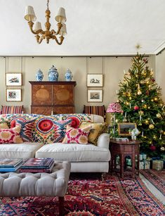 Let our editor introduce you to the December issue At this time of year, Spanish interior designer Carlos Garcia celebrates all the traditional elements of Christmas, embracing the English country-house style he has employed so well in his Norfolk manor English Country Style, Country Style Homes, English Country Houses, French Country, Style At Home, Spanish Interior, English Interior, French Interior, Traditional Christmas Tree
