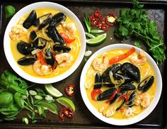 Coconut Thai curry soup recipe is so simple yet packed with a lot of flavor! #curry #Thai #soup www.endurancezone.com